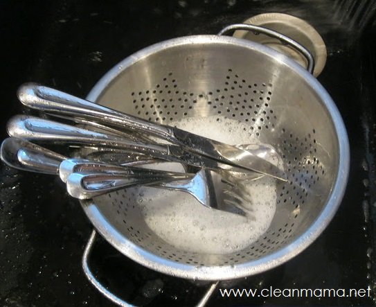 Keep Silverware in a Colander for Easy Rinsing and Washing - Clean Mama