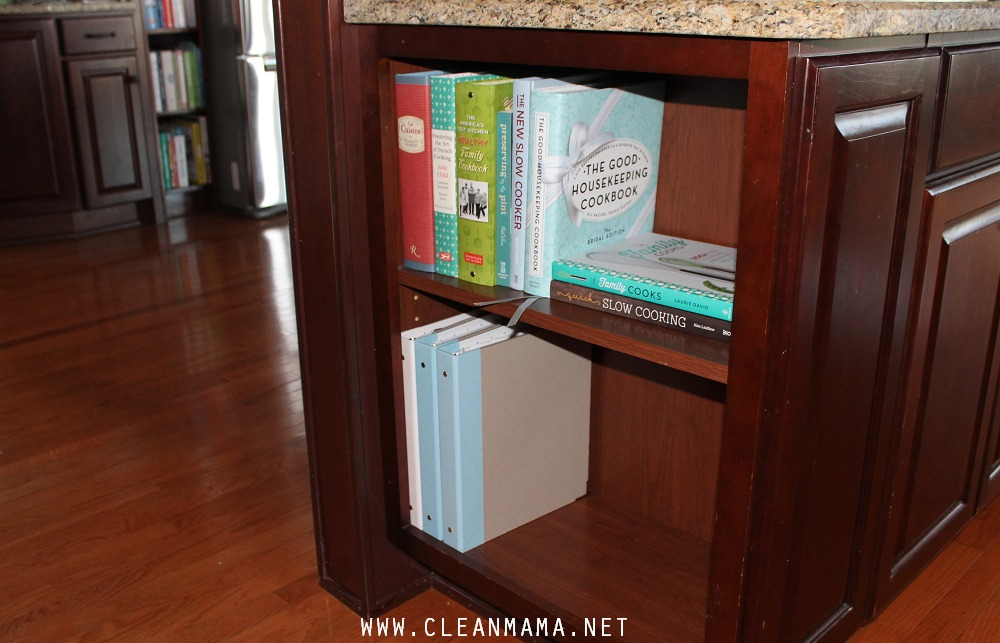 Binders Close-up via Clean Mama