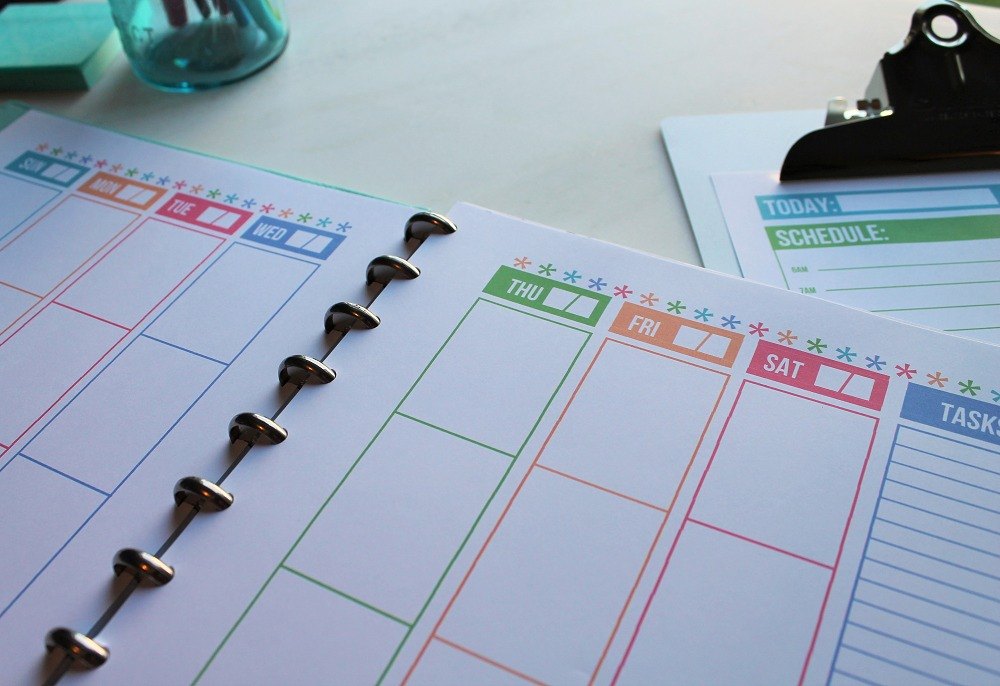 Close-Up Streamlined Weekly Planner via Clean Mama
