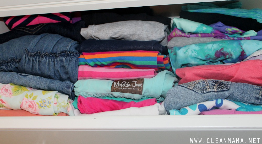 Folded Clothes in Drawers via Clean Mama