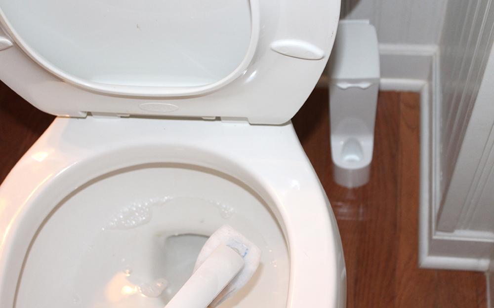 7 - Clean Toilet